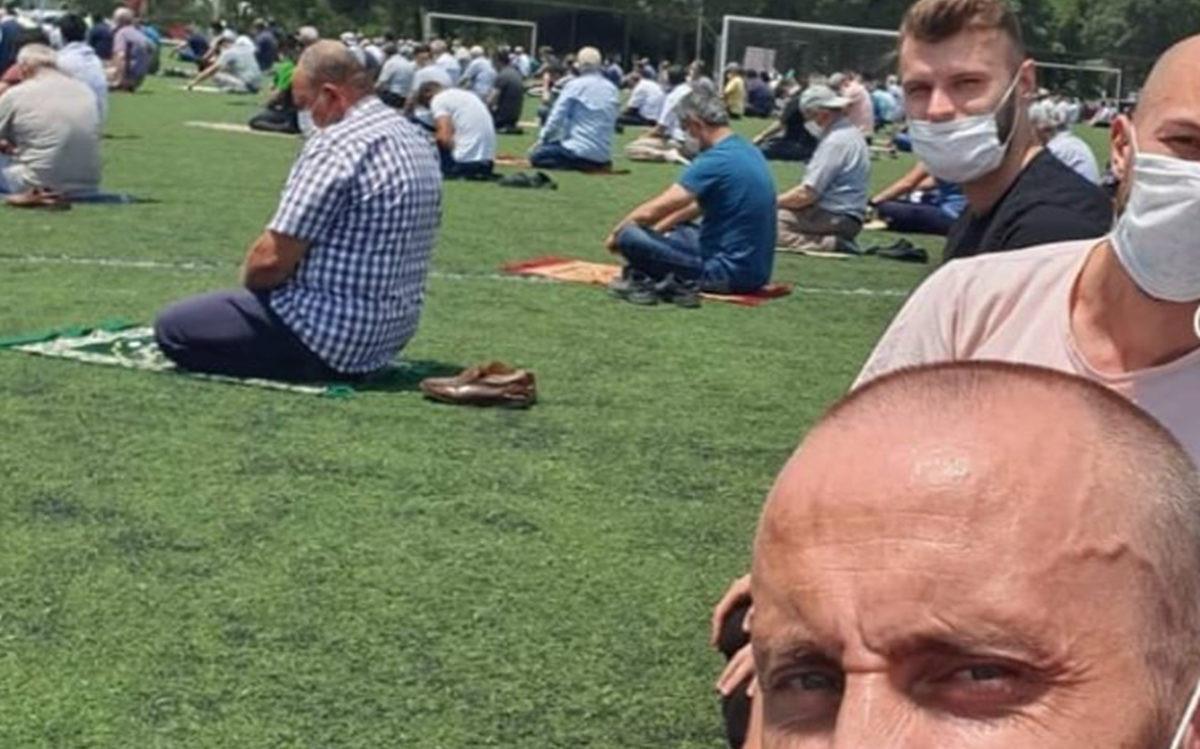 Trojica bh. nogometaša klanjala džumu na nogometnom terenu