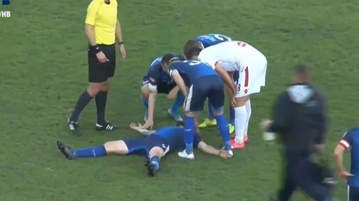 Beganović nakon teškog udarca ostao na zemlji, srećom brzo se pridigao