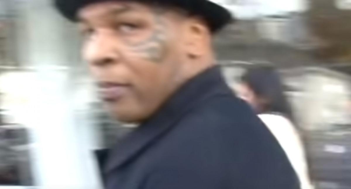 Paparazzo je na ulici uznemiravao Tysona, pa se povukao nakon pogleda kojeg nikad neće zaboraviti