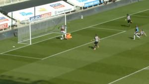 Pet minuta ludila na St. James Parku: Direktan crveni karton i dva bizarna gola Newcastlea