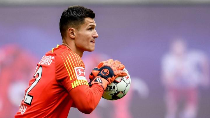 Golman Wolfsburga je iz BiH: Zdravstvene probleme prebrodio i ostvario san