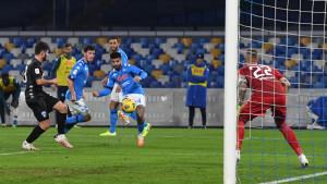 Revija lijepih pogodaka na stadionu Diego Maradona, Napoli se namučio za četvrtfinale