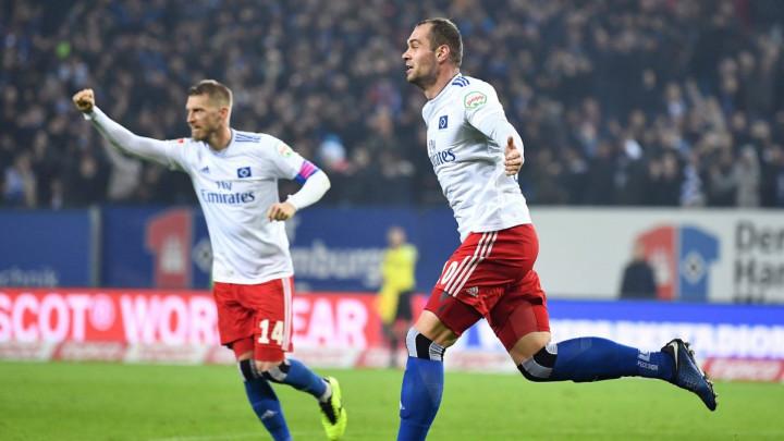 Lasogga u finišu za veliku HSV-ovu pobjedu i prvo mjesto u Cvajti