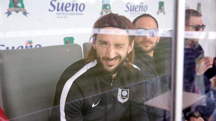 """Mersudin Ahmetović oduševio navijače Sarajeva, a saigrači su odlučili da ga """"poguraju"""""""