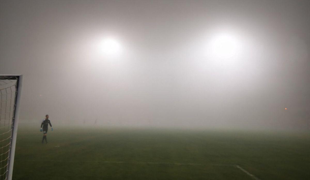 'Neviđena' utakmica u Srbiji: Magla u prvom planu, publika mogla samo nagađati šta se dešava