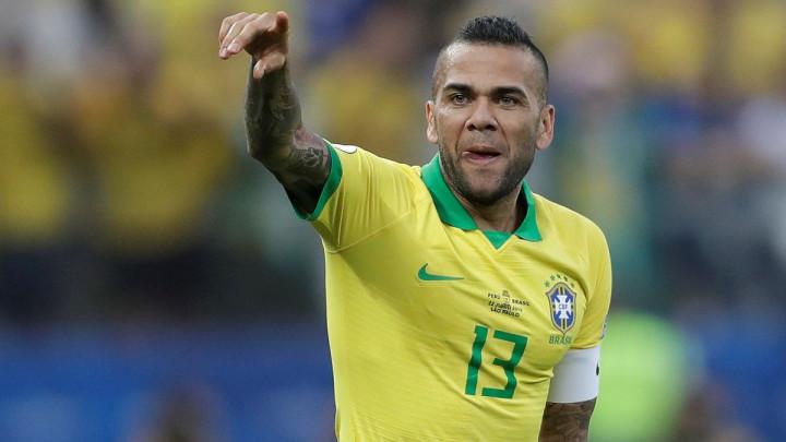 Dani Alves se vratio u Brazil!