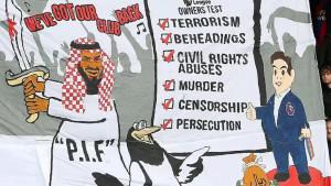 Kontroverzan transparent istaknut je na tribinama tokom meča Crystal Palace - Newcastle