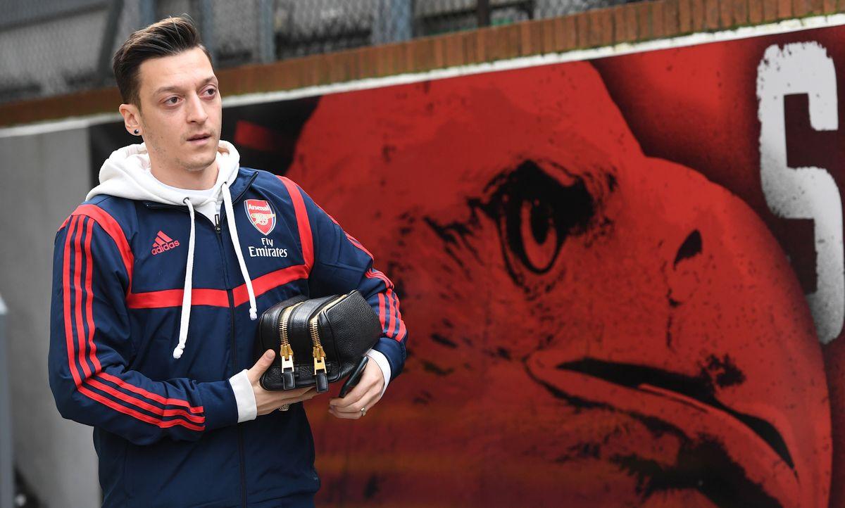 Ozil se oglasio nakon mečeva Lige prvaka, a navijači Arsenala su bijesni zbog poruke