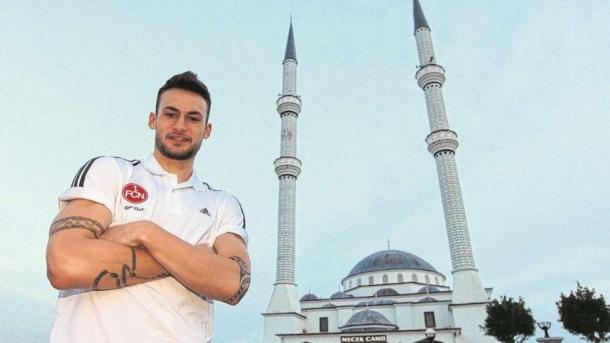 Fudbaler Nürnberga Danny Blum primio Islam
