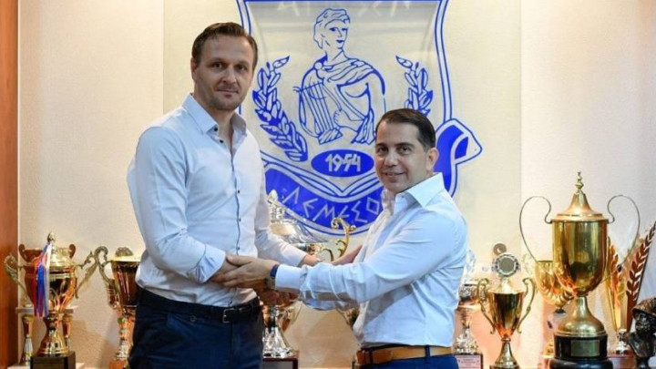 Nesuđeni trener Željezničara preuzeo kiparski Apollon