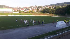 Liga bez briga: Navijači dva puta utrčavali u teren, sukobili se sa sudijama i gostujućim igračima