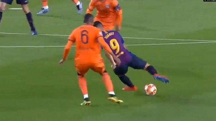 Defanzivac Lyona će od Suareza tražiti autogram nakon ovog driblinga