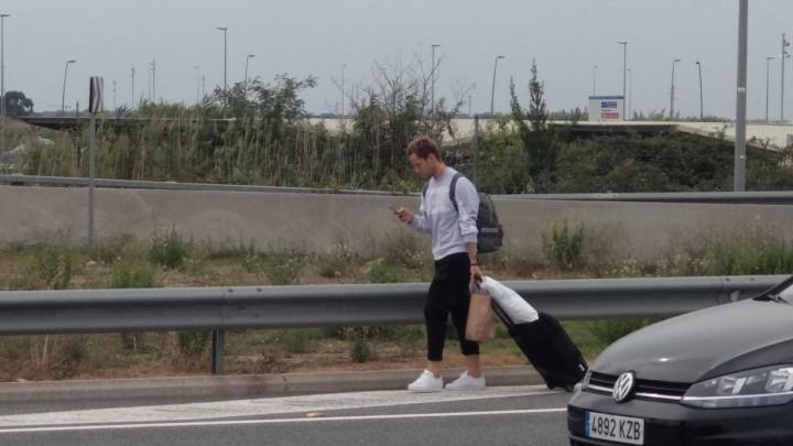 Rakitić se oglasio nakon što je jučer morao pješke kući s aerodroma u Barceloni