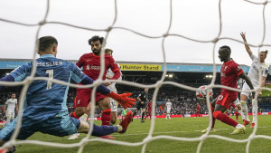 Liverpool rutinski protiv Leedsa, meč obilježila teška povreda Elliotta