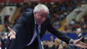 Zbog svega što se dešava legendarni Željko Obradović može samo da se uhvati za glavu