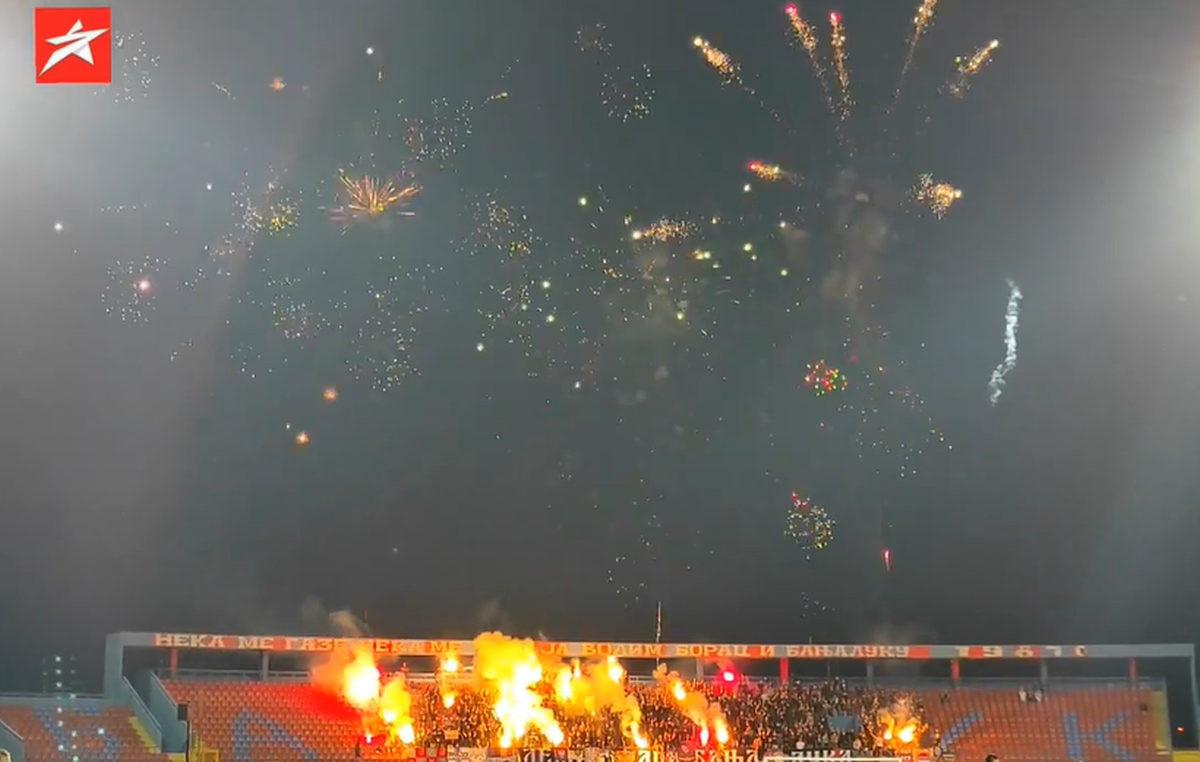 Veliki vatromet i bakljada navijača Borca