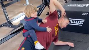 Džekin sin Dani se brine o tome da napadač Rome što bolje odradi trening