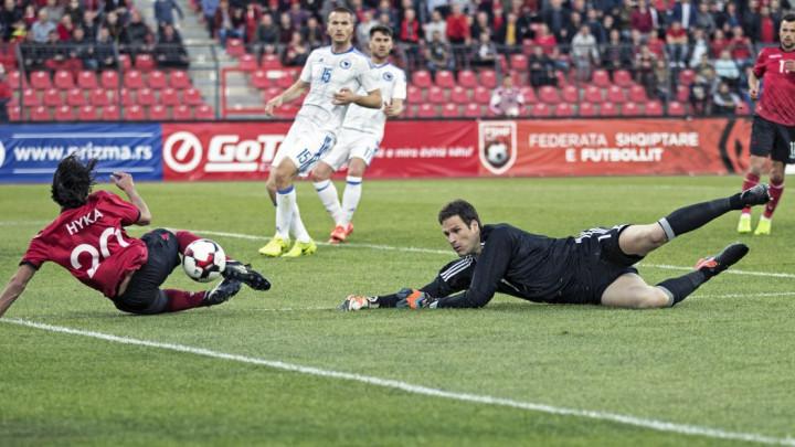 Asmir Begović ostaje u Premiershipu, ali mijenja tim?