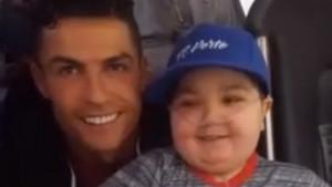 Cristiano je veliki čovjek: Zaustavio autobus kako bi se fotografisao sa bolesnim dječakom