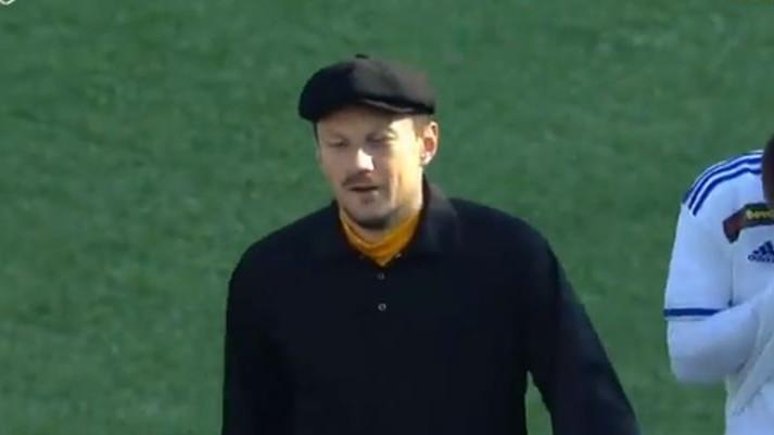 Briljantan razlog zbog kojeg je golman u Rusiji na teren izašao u crnom džemperu i s kapom na glavi