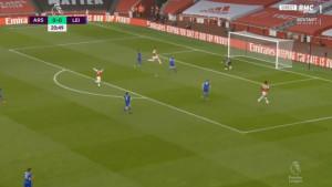 Aubameyang je sinoć postigao gol za Arsenal, ali svi su gledali samo Lacazettea