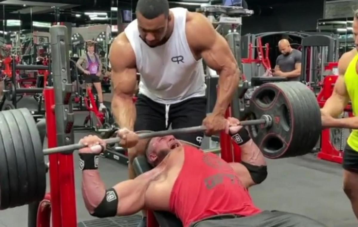 Bodybuilder doživio stravičnu povredu nakon što je pokušao podići 220 kilograma