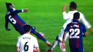 Da li je moguće da je ovo penal? Real Madrid došao do pobjede zahvaljujući sudijama