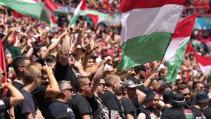 Ko su žeštoki mađarski navijači? 'Karpatska brigada' prezire Jevreje i Rome, a vole noževe
