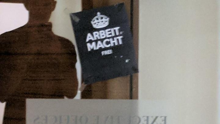 "Natpis ""Arbeit macht frei"" dočekao izraelske košarkaše"