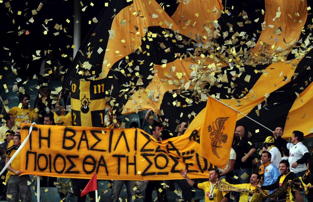 Zbog opsesije klubom dobio kaznu, AEK platio kaznu i uručio poklon