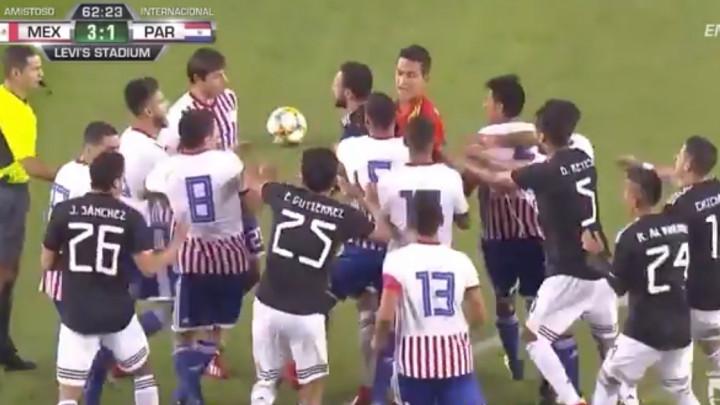 Ovo se desi kada reprezentacija iz Južne Amerike igra prijateljsku utakmicu: Crveni karton, tuča...