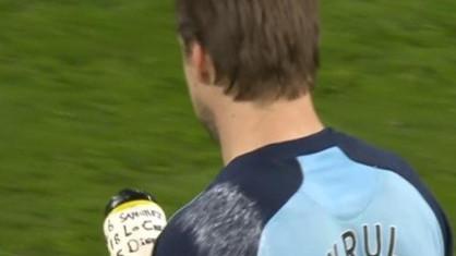 Bio je spreman: Golman Norwicha na boci ispisao gdje će ko šutirati penale