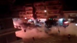 Na ulicama Atine je ratno stanje: Žestoki obračuni navijačkih skupina