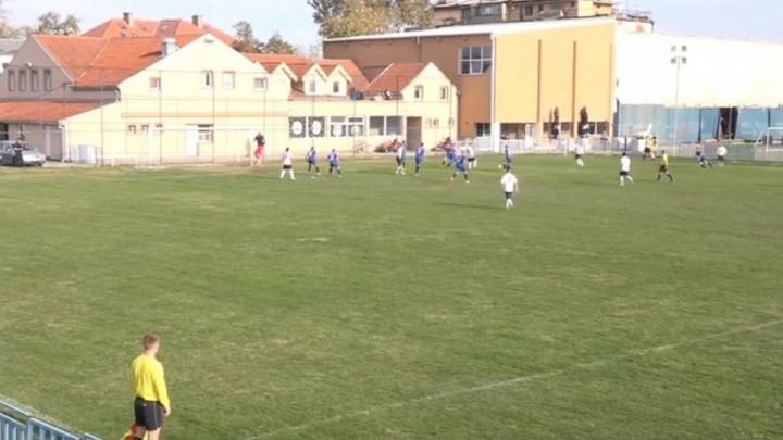 Srbijanski fudbaler brutalno pretučen na utakmici, policija sve nijemo posmatrala