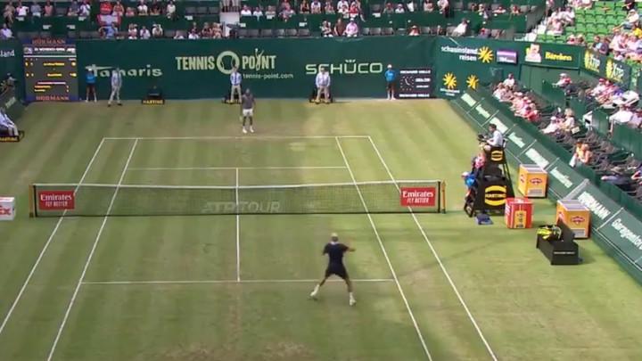 Tsonga i Paire zaigrali nogomet u toku teniskog meča, publika oduševljeno pratila
