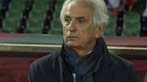 Vahid Halilhodžić u nevjerici pratio šta njegovi igrači rade na terenu