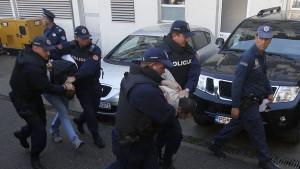 Crnogorska policija počela hapsiti: Navijače tjerali da potpišu jednostavnu izjavu