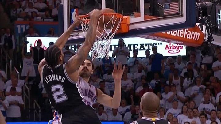 Leonard stavio Adamsa na poster
