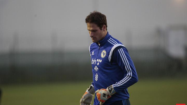 Asmir Begović silno želi otići, a ponuda ima svih strana svijeta