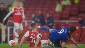Štoper Arsenala Mustafi pokazao modrice nakon što ga je Vardy udario kopačkom u glavu