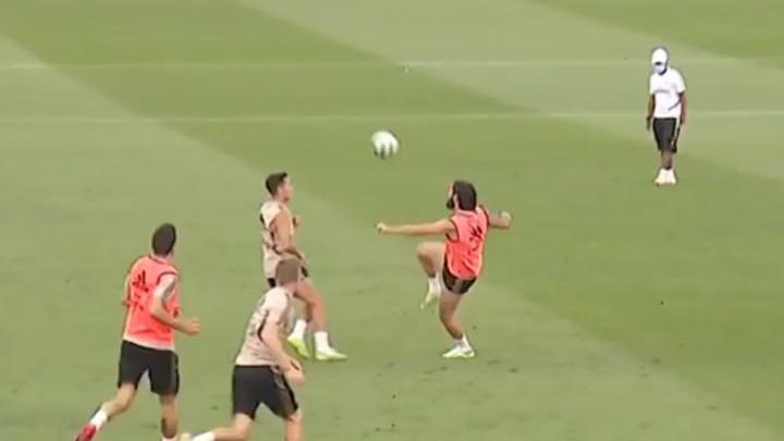 Modrić nije mogao da vjeruje: Isco postigao čudesan gol na treningu Reala