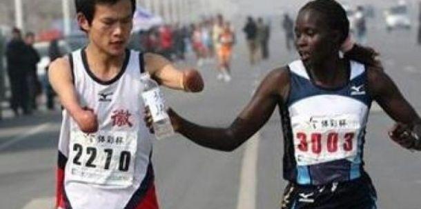 Fer plej jači od želje za pobedom Veliki_gest_kenijske_atleticarke_142950_111934_big