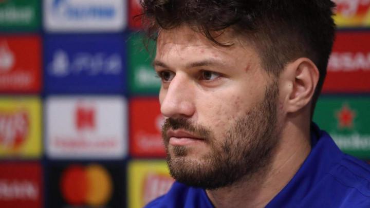 Dinamovom golgeteru ide i van terena: Uhvaćen sa teniserkom