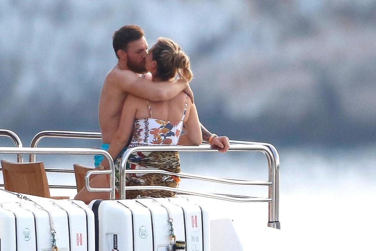 McGregor supruzi ne da mira: Doslovno je ne ispušta iz ruku