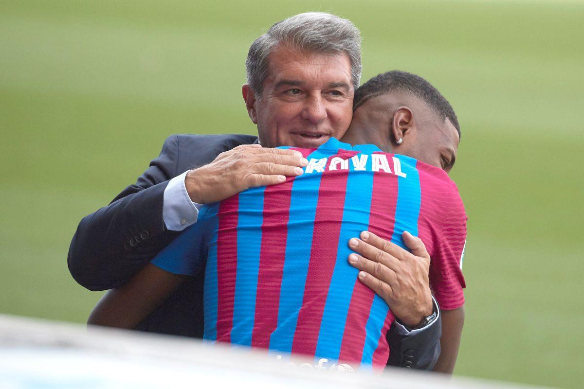 Otišao iz Barcelone nakon 29 dana, a Laporta ga dočekao riječima: Nadam se da će dugo biti ovdje