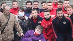 Rođeni darivali najveću navijačicu Maidu Kurtović