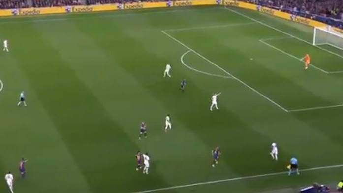 Ashley Young napravio kobnu grešku 15 sekundi prije Messijevog gola