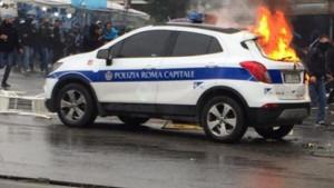 Navijači Lazija se sukobili sa policijom, gorjeli i automobili