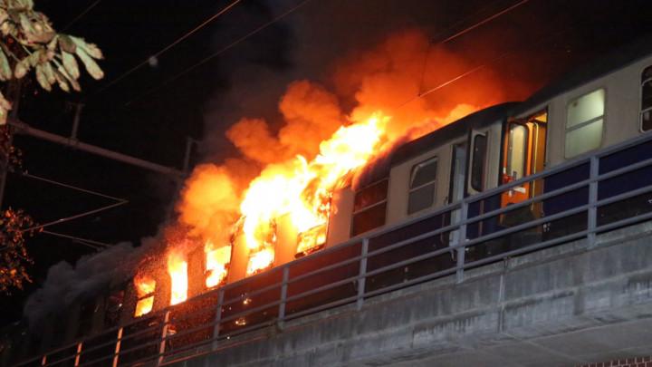 Voz s navijačima u plamenu, 200 vatrogasaca glasilo vatru