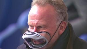 Šta je ovo? Niko ne može da vjeruje kakvu zaštitnu masku nosi Rummennige